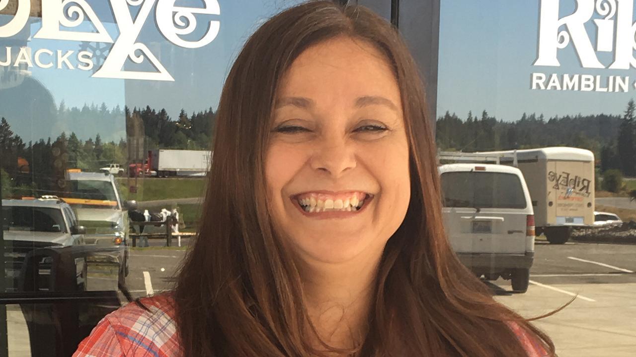 Официантка получила $3000 чаевых за красивую улыбку