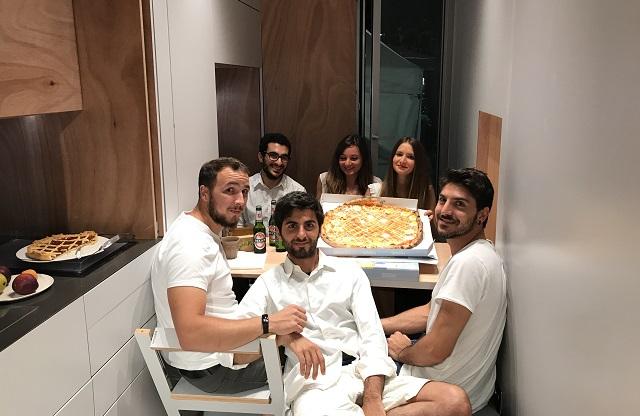Каково это – жить в доме площадью 9 м² Каково это – жить в доме площадью 9 м² 1524747901 NEW PIC first pizza with 6 best friends in Italy