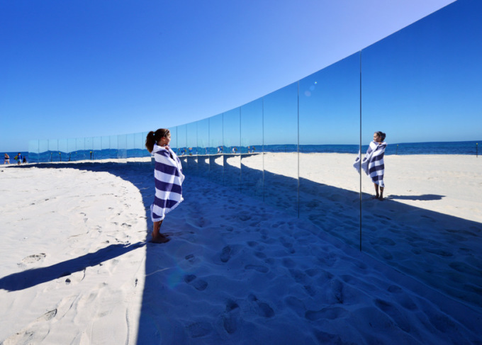 В Австралии отдыхающих окружили зеркалами 2 12