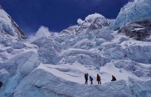Украинская экспедиция на Эверест и Лхоцзе: ледопад Кхумбу и дальше вверх Украинская экспедиция на Эверест и Лхоцзе: ледопад Кхумбу и дальше вверх 23 614x395