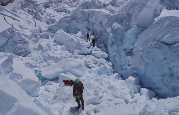 Украинская экспедиция на Эверест и Лхоцзе: ледопад Кхумбу и дальше вверх Украинская экспедиция на Эверест и Лхоцзе: ледопад Кхумбу и дальше вверх 24 614x395