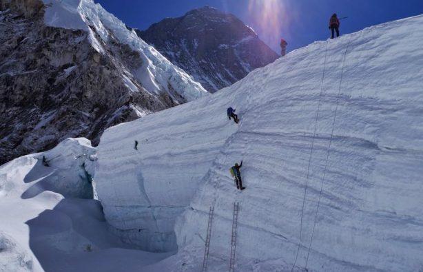 Украинская экспедиция на Эверест и Лхоцзе: ледопад Кхумбу и дальше вверх Украинская экспедиция на Эверест и Лхоцзе: ледопад Кхумбу и дальше вверх 26 614x395