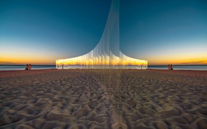 В Австралии отдыхающих окружили зеркалами 3 13
