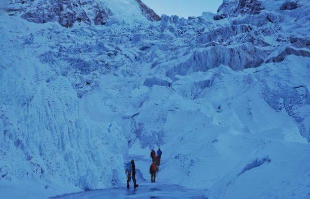 Украинская экспедиция на Эверест и Лхоцзе: ледопад Кхумбу и дальше вверх Украинская экспедиция на Эверест и Лхоцзе: ледопад Кхумбу и дальше вверх 30 614x395