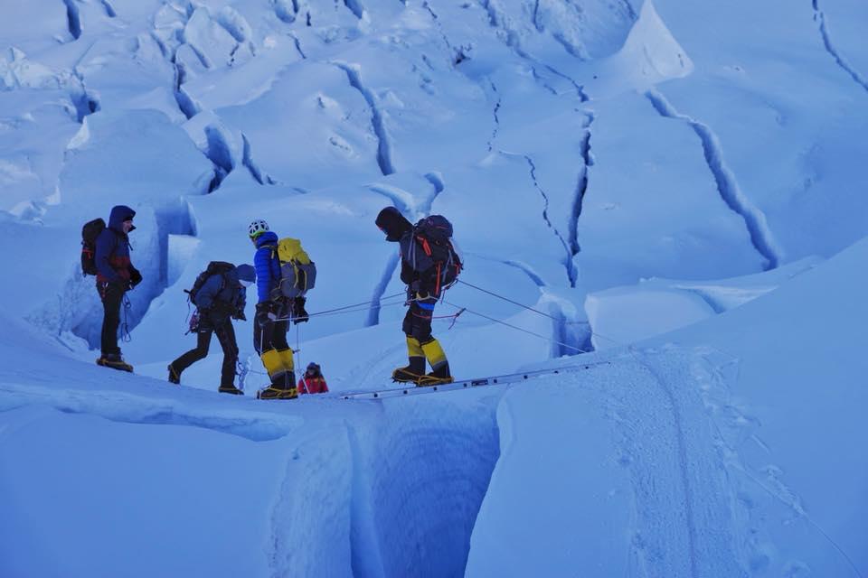 Украинская экспедиция на Эверест и Лхоцзе: ледопад Кхумбу и дальше вверх Украинская экспедиция на Эверест и Лхоцзе: ледопад Кхумбу и дальше вверх 35