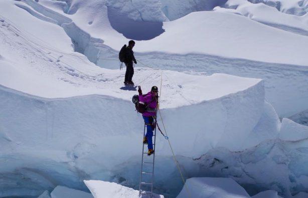Украинская экспедиция на Эверест и Лхоцзе: ледопад Кхумбу и дальше вверх Украинская экспедиция на Эверест и Лхоцзе: ледопад Кхумбу и дальше вверх 39 614x395