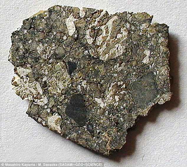 Астрогеологи нашли минерал, указывающий на воду в недрах Луны Астрогеологи нашли минерал, указывающий на воду в недрах Луны 4BDD834100000578 0 image a 34 1525475970568