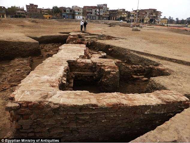 В Египте обнаружили руины римских терм эпохи Птолемеев В Египте обнаружили руины римских терм эпохи Птолемеев 4CB61CB300000578 5780613 image a 80 1527544348325