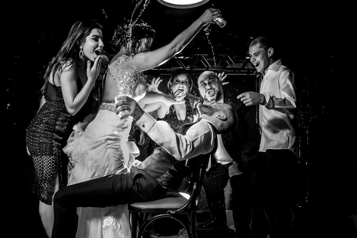 Самый счастливый день: лучшие свадебные фотографии 2017 года Самый счастливый день: лучшие свадебные фотографии 2017 года 5a981a47aae60519008b4584 1136 757
