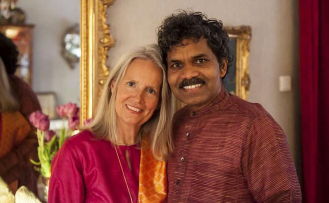 Мужчина приехал на велосипеде из Индии в Швецию ради встречи с любимой. Они вместе более 40 лет