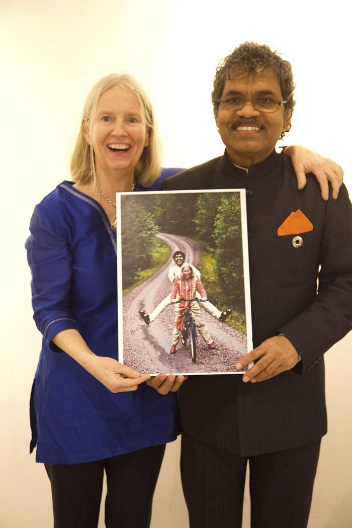 Мужчина приехал на велосипеде из Индии в Швецию ради встречи с любимой. Они вместе более 40 лет 5b06d047688d7  700