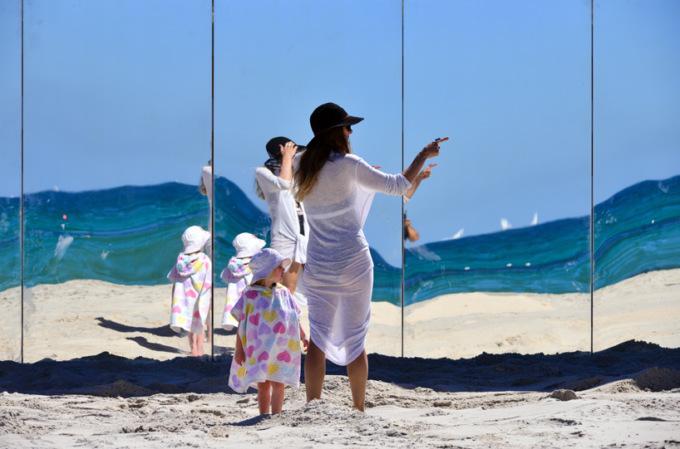 В Австралии отдыхающих окружили зеркалами 6 5