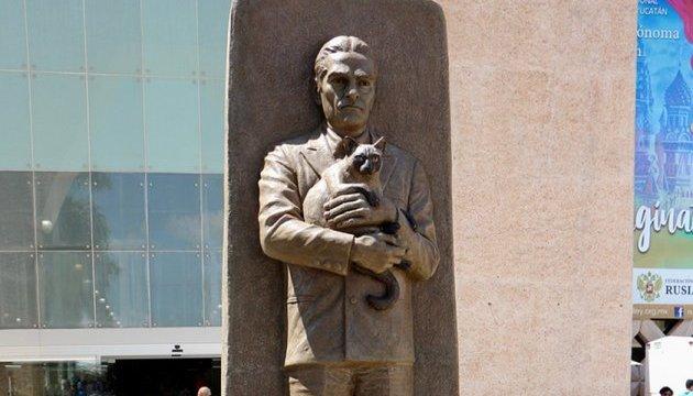 В Мексике установили памятник украинцу, который расшифровал письменность майя