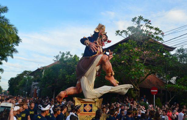 Летающие монстры, или Как празднуют Новый год на Бали Летающие монстры, или Как празднуют Новый год на Бали DSC 0033 614x395