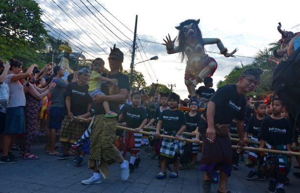 Летающие монстры, или Как празднуют Новый год на Бали Летающие монстры, или Как празднуют Новый год на Бали DSC 0039 614x395