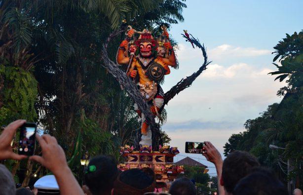 Летающие монстры, или Как празднуют Новый год на Бали Летающие монстры, или Как празднуют Новый год на Бали DSC 0101 614x395