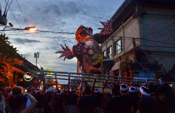 Летающие монстры, или Как празднуют Новый год на Бали Летающие монстры, или Как празднуют Новый год на Бали DSC 0111 614x395