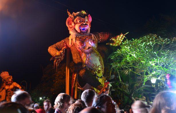 Летающие монстры, или Как празднуют Новый год на Бали Летающие монстры, или Как празднуют Новый год на Бали DSC 0131 614x395