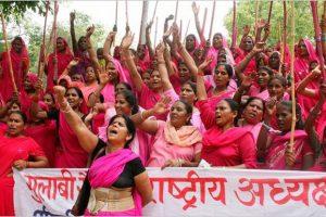 «Розовая банда» в Индии борется за справедливость