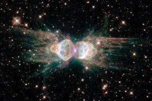 Туманность Муравей стреляет лазерной