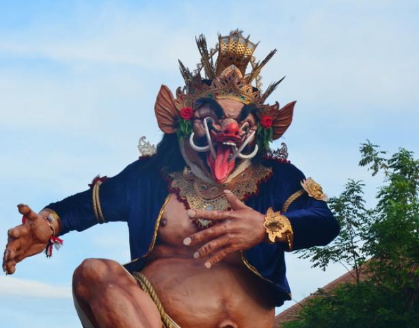 Летающие монстры, или Как празднуют Новый год на Бали