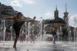 В Киеве запретили купаться в фонтанах
