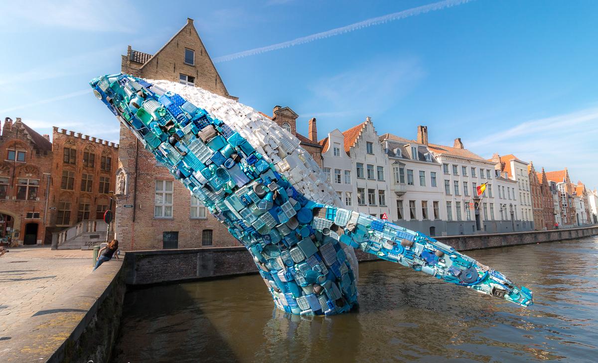 В Брюгге стартовал Фестиваль современного искусства: город не узнать (фото)