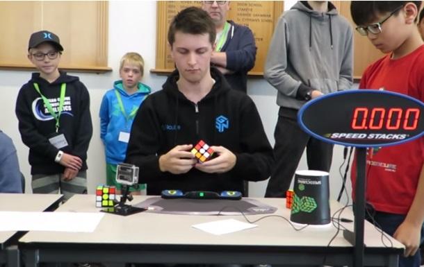 Установлен новый рекорд по сборке кубика Рубика