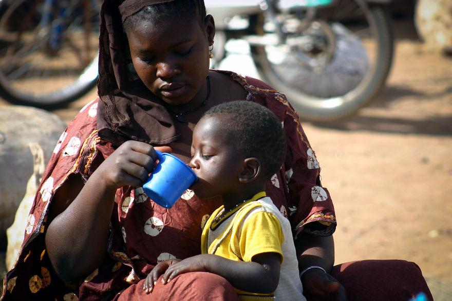 День матери: мамы всего мира глазами известного фотографа День матери: мамы всего мира глазами известного фотографа mother 10 5af2c94401673  880