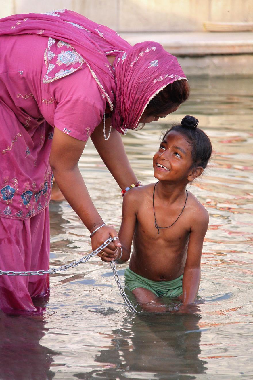 День матери: мамы всего мира глазами известного фотографа День матери: мамы всего мира глазами известного фотографа mother 23 5af2c9820a1c7  880