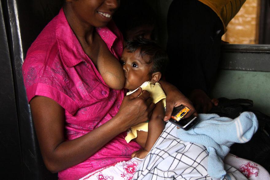 День матери: мамы всего мира глазами известного фотографа День матери: мамы всего мира глазами известного фотографа mother 25 5af2c98d06778  880