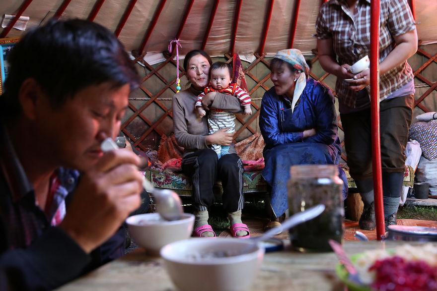 День матери: мамы всего мира глазами известного фотографа День матери: мамы всего мира глазами известного фотографа mother 29 5af2c99bd698a  880