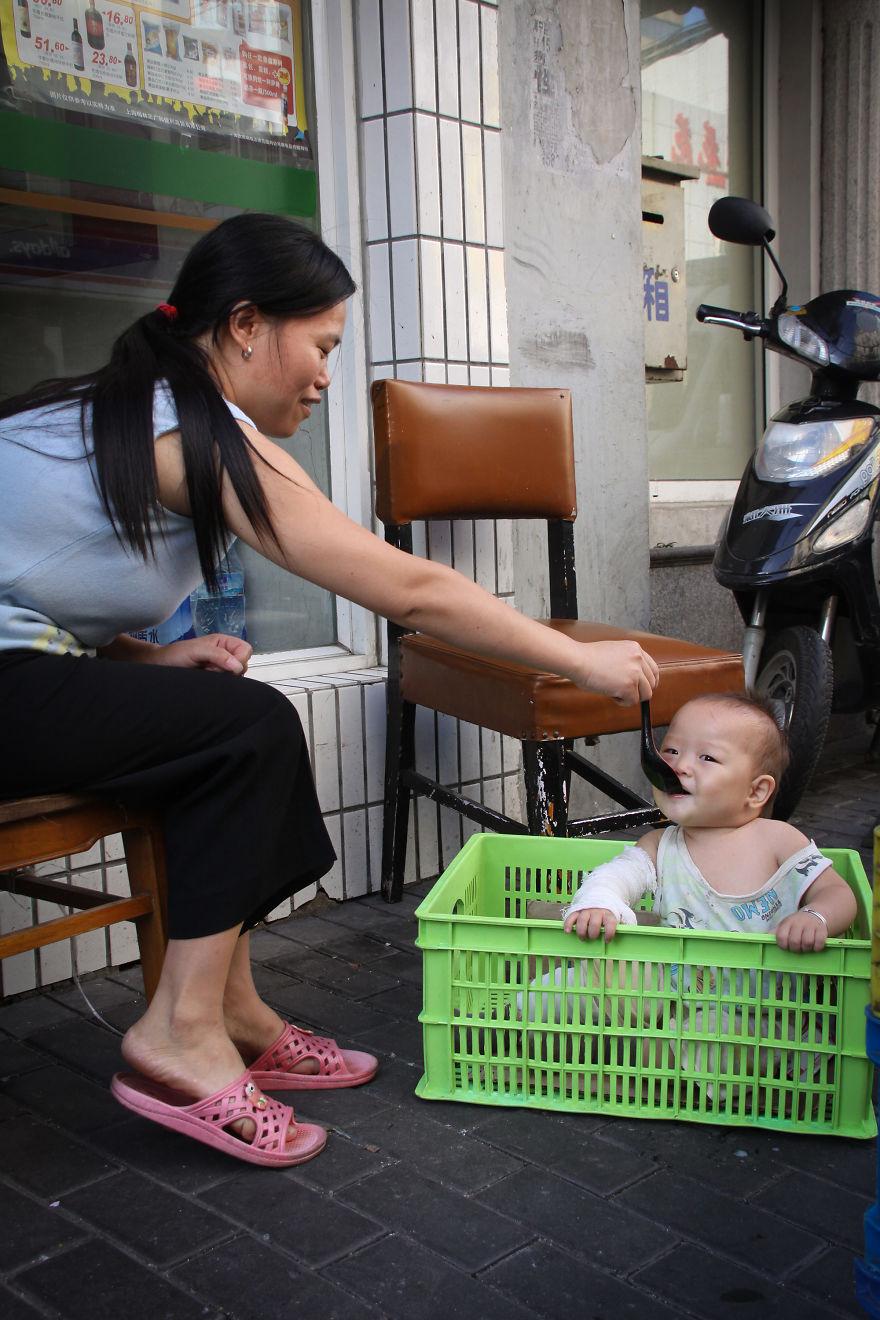 День матери: мамы всего мира глазами известного фотографа День матери: мамы всего мира глазами известного фотографа mother 30 5af2c9a03a773  880