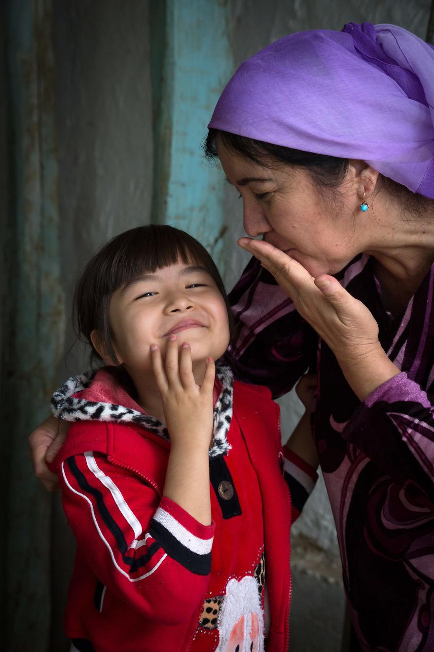 День матери: мамы всего мира глазами известного фотографа День матери: мамы всего мира глазами известного фотографа mother 7 5af2c93493c3b  880