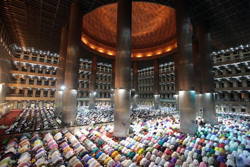 Как мусульмане всего мира отмечают начало Рамадана (фото) Как мусульмане всего мира отмечают начало Рамадана (фото) p 54339575