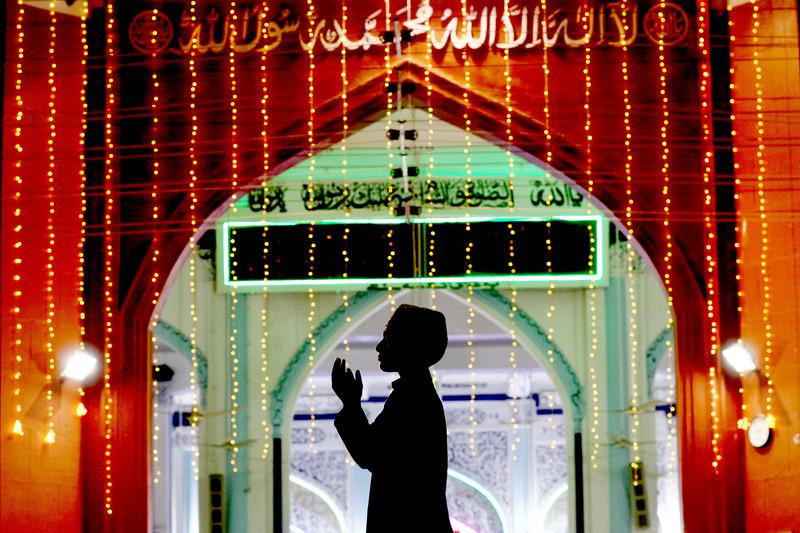 Как мусульмане всего мира отмечают начало Рамадана (фото) Как мусульмане всего мира отмечают начало Рамадана (фото) p 54340654