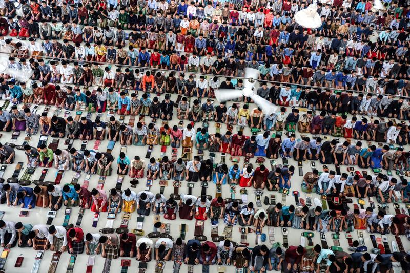 Как мусульмане всего мира отмечают начало Рамадана (фото) Как мусульмане всего мира отмечают начало Рамадана (фото) p 54342170