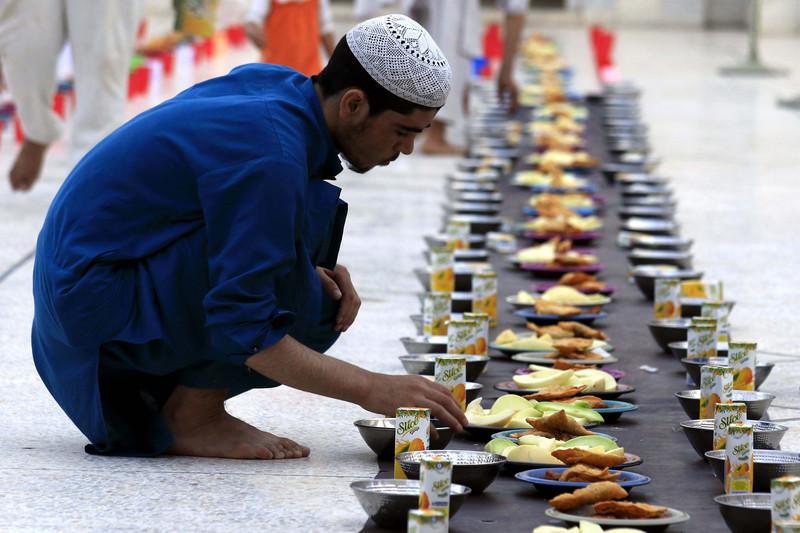 Как мусульмане всего мира отмечают начало Рамадана (фото) Как мусульмане всего мира отмечают начало Рамадана (фото) p 54343689