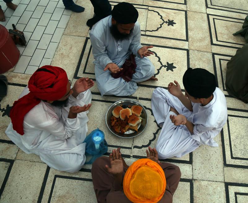 Как мусульмане всего мира отмечают начало Рамадана (фото) Как мусульмане всего мира отмечают начало Рамадана (фото) p 54343763