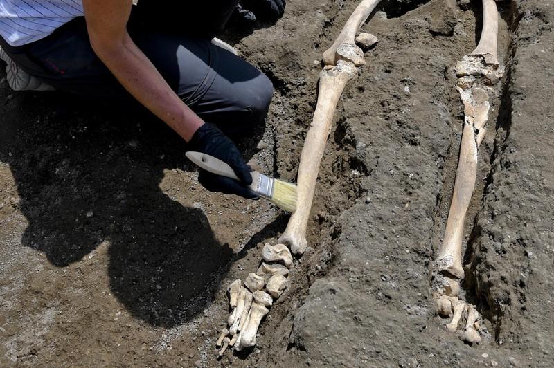 В Помпеях нашли погибшего при попытке сбежать от гнева Везувия В Помпеях нашли погибшего при попытке сбежать от гнева Везувия p 54368833