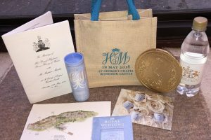 Гости распродают сувениры со свадьбы принца Гарри и Меган Маркл