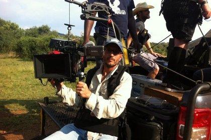 Жираф убил режиссера на съемках фильма в ЮАР Жираф убил режиссера на съемках фильма в ЮАР rezhisser