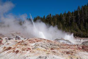 Ученые обеспокоены странной активностью Йеллоустонского гейзера