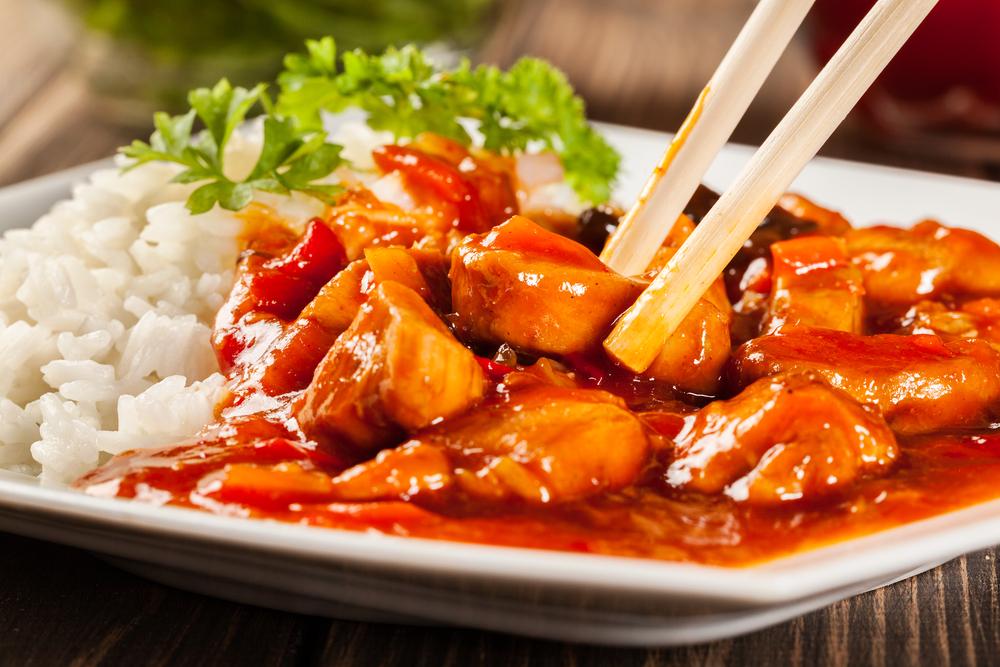 Кухни мира: курица в кисло-сладком соусе по‑китайски