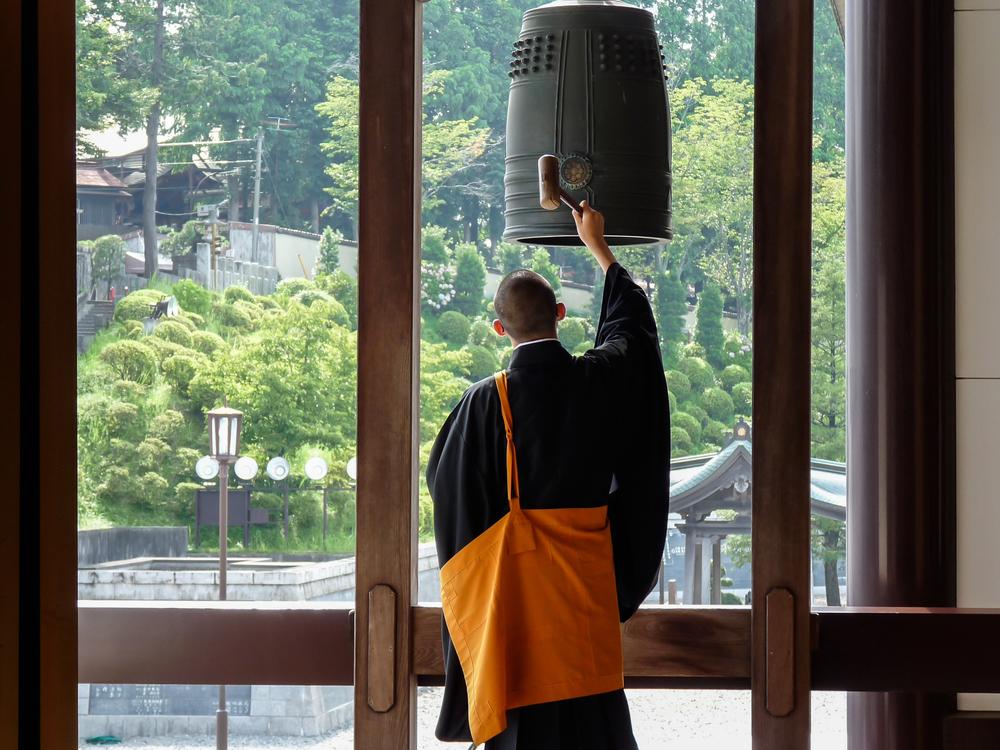 В Японии буддийский монах подал на монастырь в суд за переработку