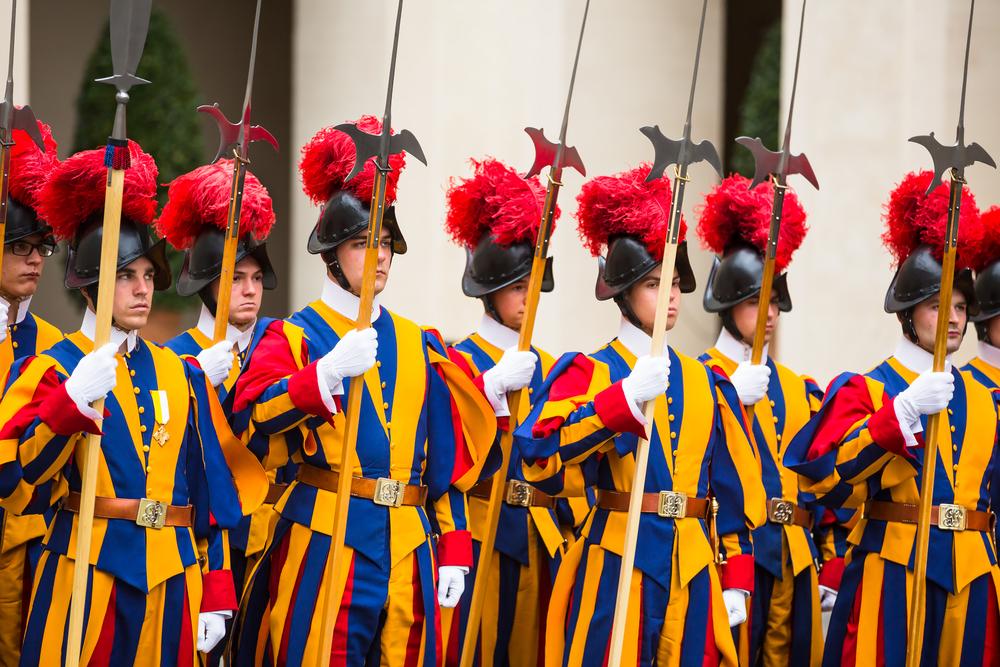 Гвардейцы Папы Римского наденут пластиковые шлемы, напечатанные на 3D-принтере.Вокруг Света. Украина