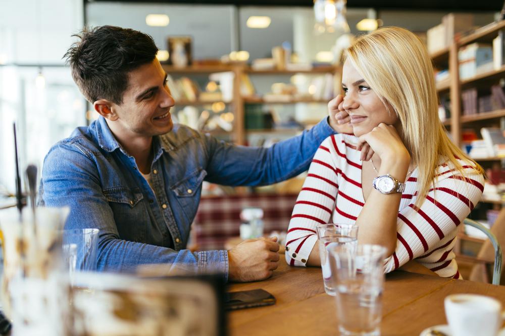 Первое свидание: 7 вопросов, которые можно задавать, и 3, которые не стоит