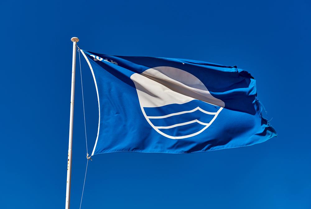 Флаги на пляже: зачем нужны и что означают Флаги на пляже: зачем нужны и что означают shutterstock 452683945