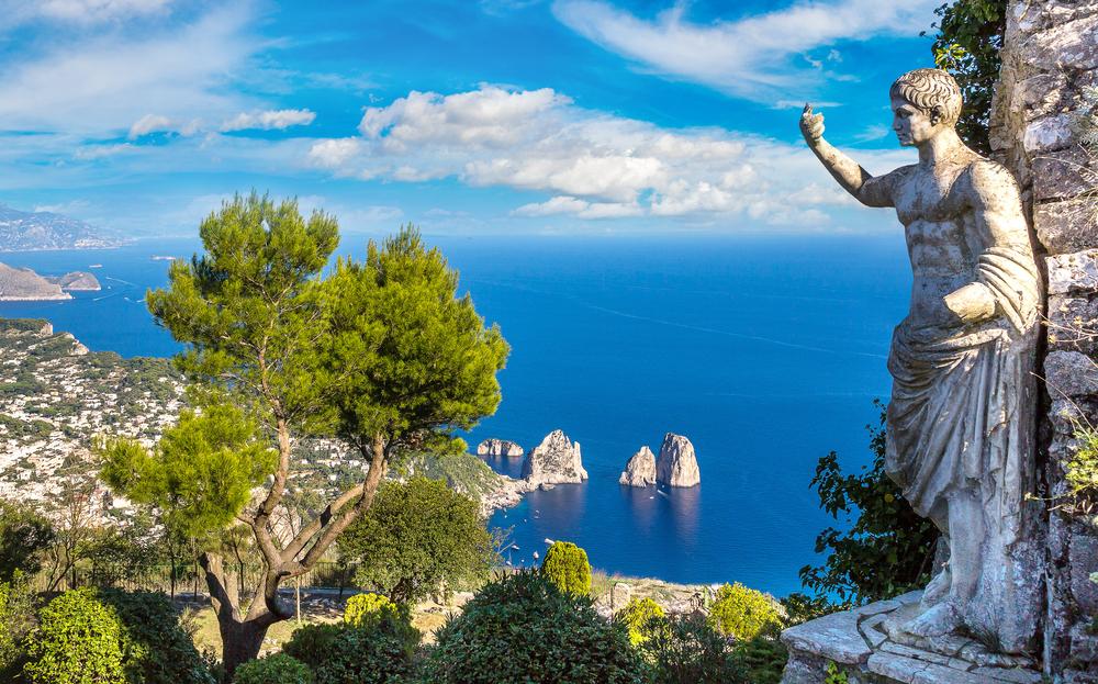 Итальянской островной курорт вслед за Венецией ограничил туристов