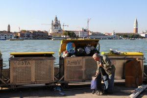 В Венеции запретили открывать продуктовые лавки, чтобы отпугнуть туристов